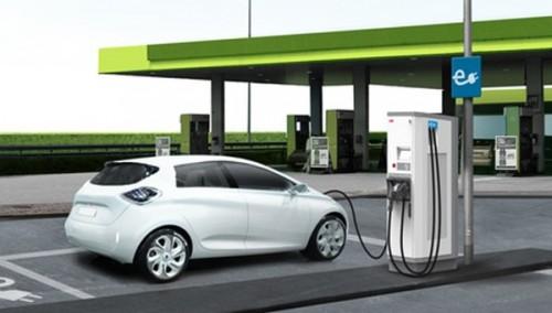 Esta estación de servicio es la primera en los EE. UU. En convertirse en cargadores de vehículos totalmente eléctricos.